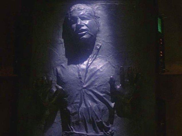 17. Han Solo, Harrison Ford yüzünden karbonitin içinde dondu.