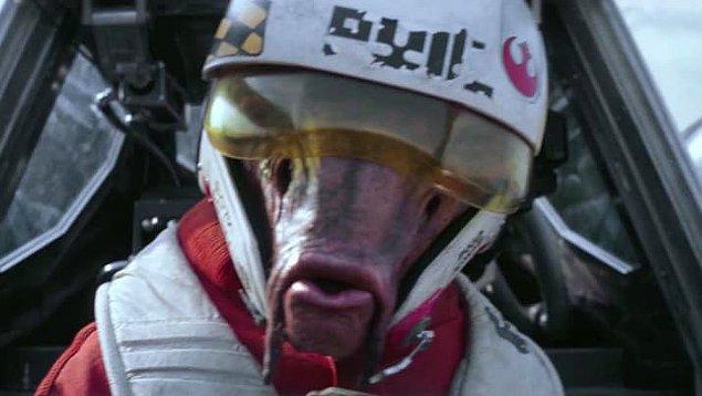 35. X-Wing pilotlarından biri olan Ello Asty, ismini Beastie Boys albümü Hello Nasty'den alıyor.