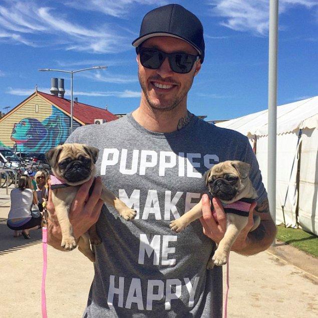 Kendisini dünyanın en büyük köpek severi olarak değerlendiren Ryan Anderson ile tanışın.