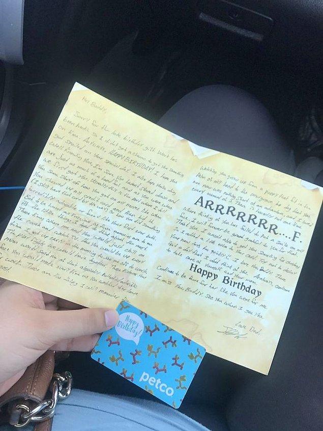 Rebecca hediyeler, kartları ve son aldığı mektubu da Twitter üzerinden paylaştı.