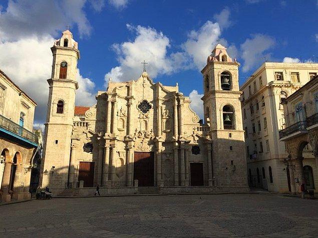 3. Plaza de la Catedral