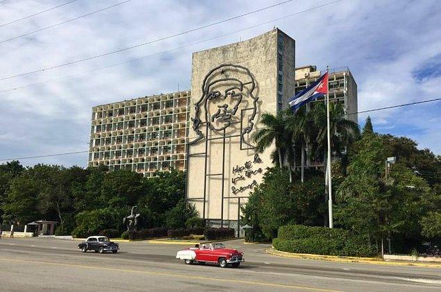 13. Plaza de la Revolucion