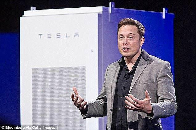 Tesla and Space Exploration Corp. şirketinin kurucusu ve CEO'su Elon Musk mutluluğu şimdi Amber Heard ile arıyor.