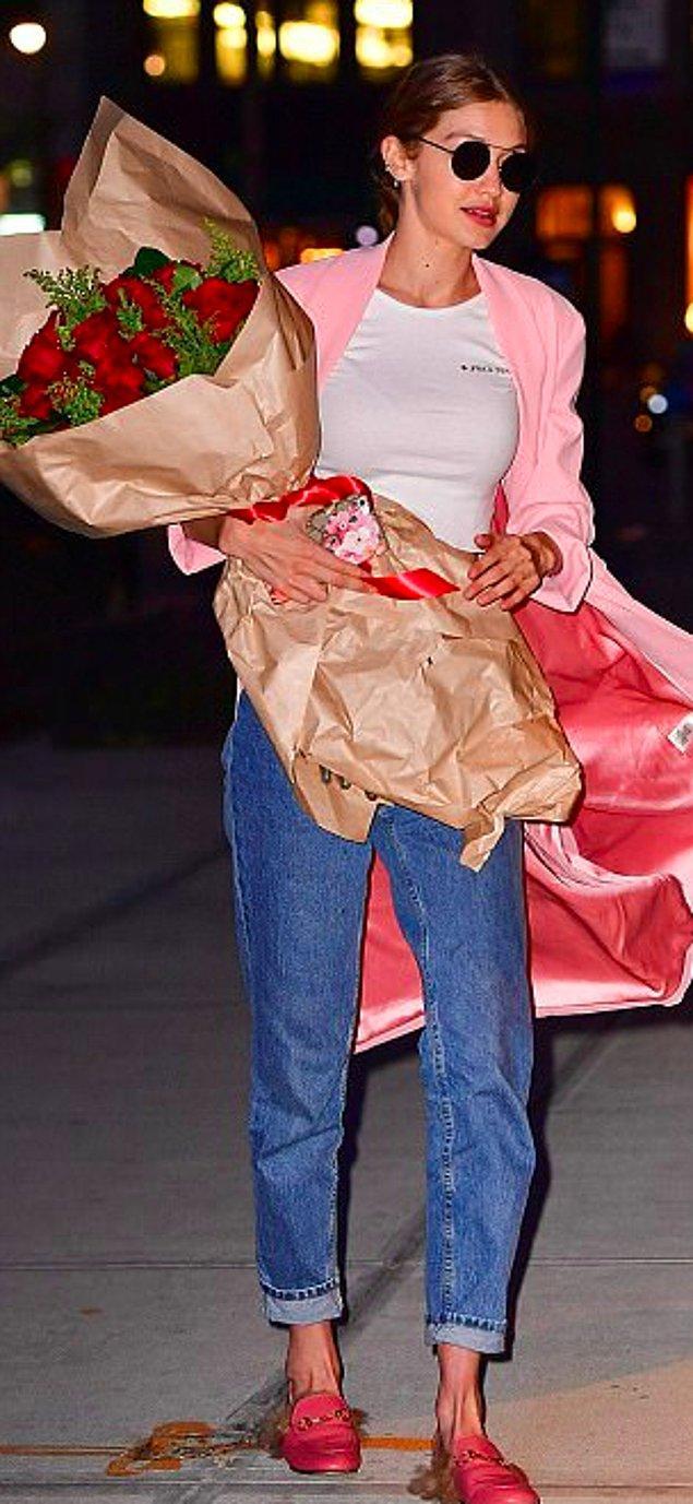 Doğum günü kızı partiye pembeler içinde katıldı.