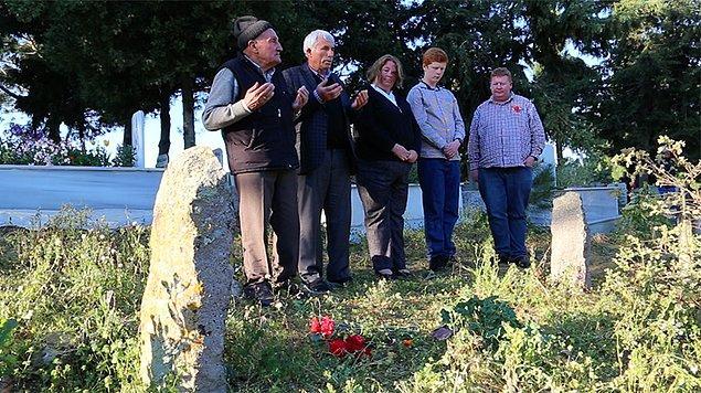 102 yıl sonra Uren'in yeğeni Çanakkale'ye gelip, Yusuf'un torunlarıyla buluştu. Ali'nin mezarı başında dua etti.