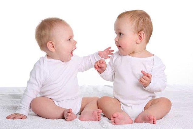 14. Eğer iki bebek aynı anda anne rahmine düşerse ve bebeklerden biri iki ay erken doğarsa, erken doğan bebek diğerinden iki ay daha büyük olacaktır.