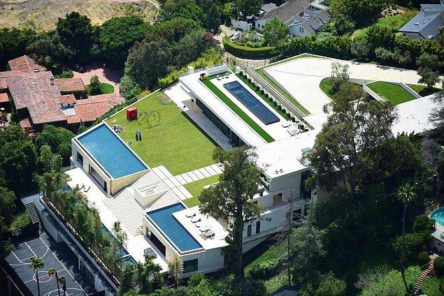 Kaliforniya'nın meşhur mahallesi Bel Air'da bulunan bu malikaneye göz koymuş durumdalar.