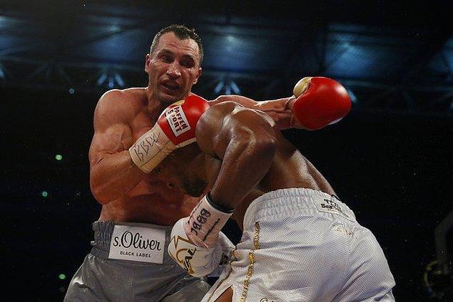 Anthony Joshua ile Wladimir Klitschko, yılın maçında IBF ve WBA kemerleri için karşı karşıya geldi.