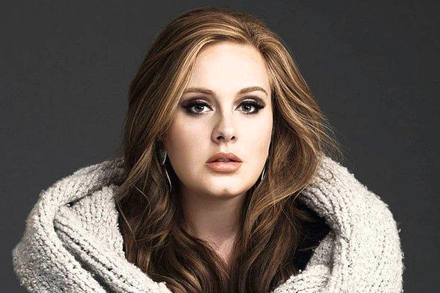 8. Adele, 9 yaşındayken arkadaşlarıyla birlikte dondurma yerken, hırsız bir martıya denk gelmiş!