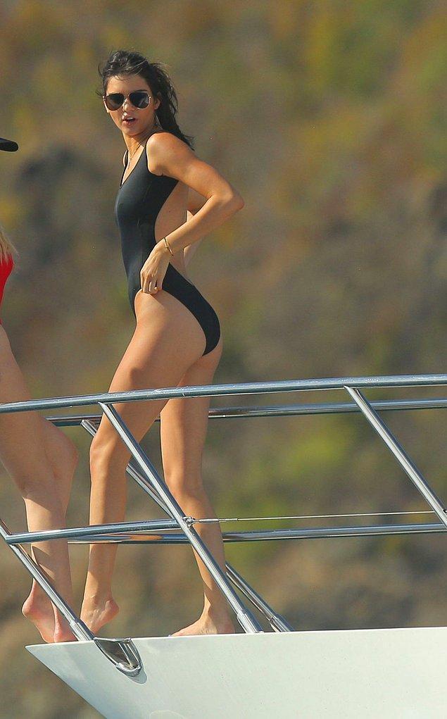 7. Kendall Jenner'ın her yaptığına hayran kalmıyoruz tabi ki, ama bu mayosuna da hayran kalmadan edemezdik. Gittik onunkinden daha güzelini bulduk; buyrunuz solda