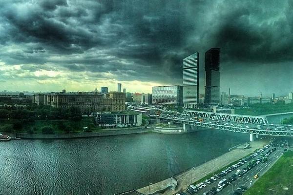Исторический ураган в Москве глазами очевидцев. Погода сошла с ума?!