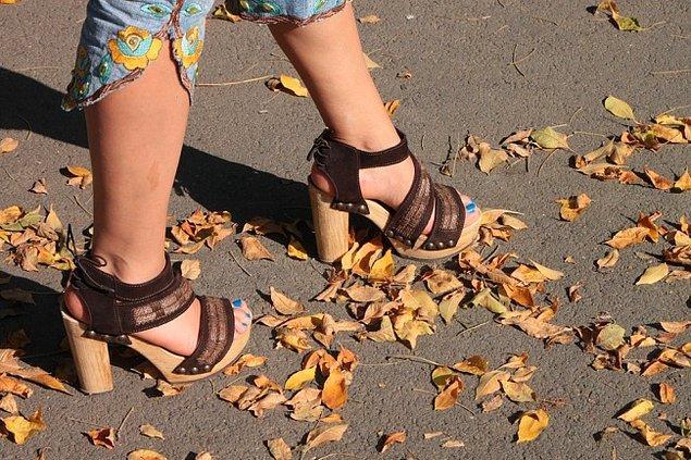 2. Yüksek topuklu ayakkabılar