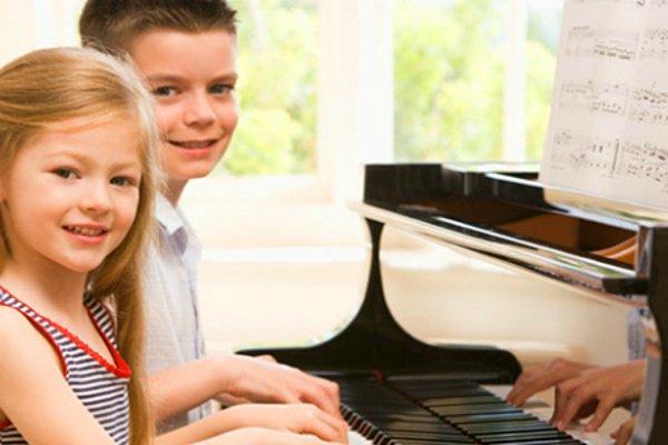 10 полезных навыков, которые у вашего ребёнка поможет развить игра на фортепиано
