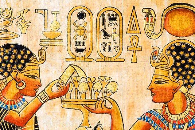2. Mısır mitolojisine göre Akhenaton, Tep Zepi adı verilen dönemde Dünya'ya inen tanrıların soyundandır.