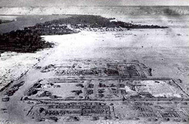 14. Akhenaton'un egemenliğinden sonra Amarna şehri terk edildi ve güneş tapınakları tahrip edildi.