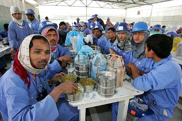 5. İşçiler modern köleler gibi çalışıyor.