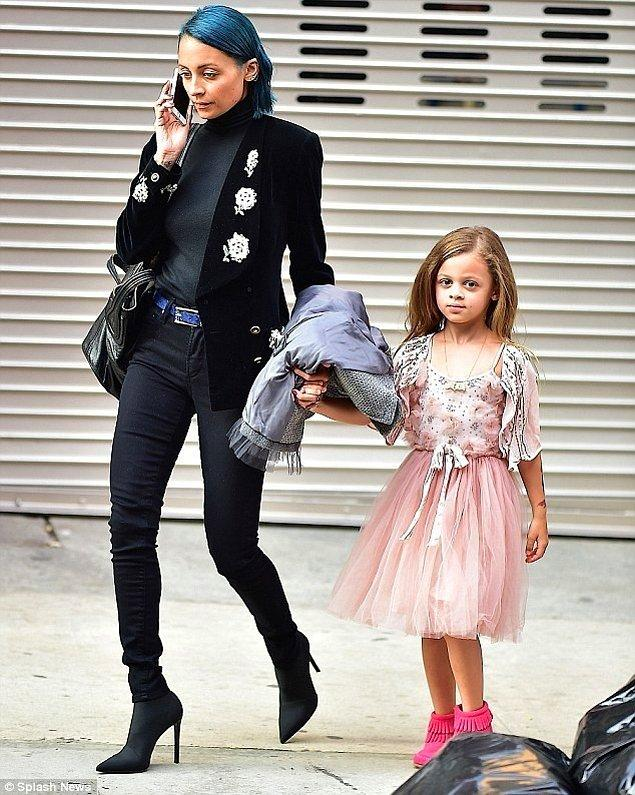 1. Nicole Richie ve kızı Harlow Madden