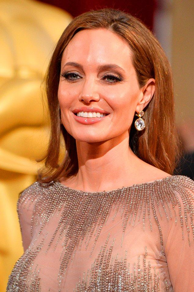 10. Pahalı zevkleri olan Angelina Jolie, cildini nemlendirmek için havyar kullanmayı tercih ediyor!