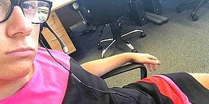 Работника колл-центра отправили домой из-за шорт в 30ºC жару, а он пришел обратно в платье