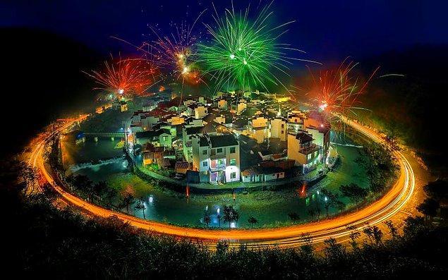 8. Çin'in en 'yuvarlak' köyü Jujing.