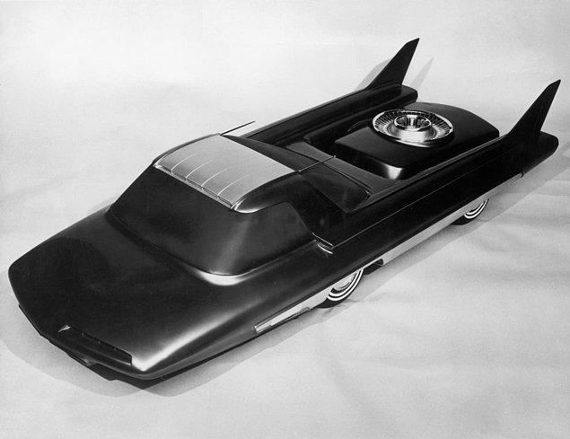 24. Ford tarafından tasarlanan ancak asla inşa edilmeyen atomik araba Nucleon sergileniyor.