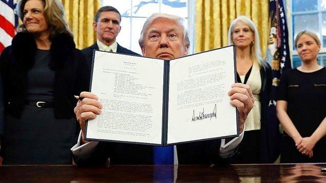 Trump'ın 27 Ocak'ta imzaladığı başkanlık kararnamesi, nüfusunun çoğu Müslüman 7 ülkenin (Suriye, Irak, İran, Libya, Somali, Sudan ve Yemen) vatandaşlarına 90 gün, mültecilere ise 120 gün ABD'ye giriş yasağı getirmişti.