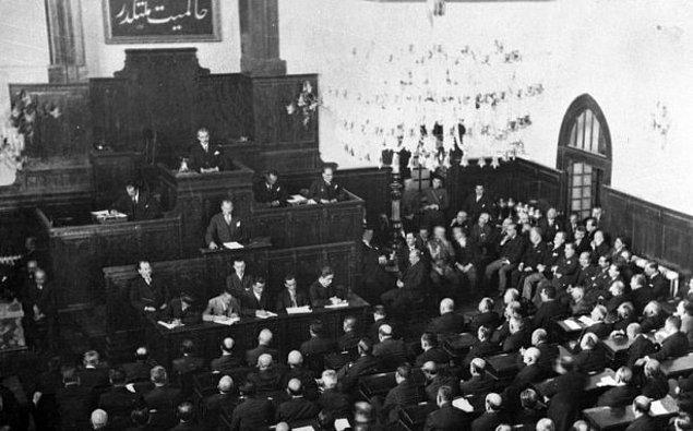 Cumhuriyetin 1945'lere kadar tek partiyle idare edildiği genel bir görüş ise de aslında TBMM kurulduğu ilk günden beri içerisinde muhalefeti barındırmaktaydı.