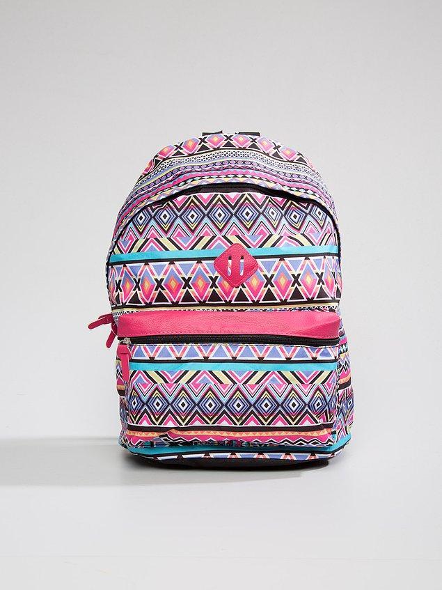 3. Eda ise LC Waikiki'den çanta aldı. Yazın gezilerinizde kullanabileceğiniz ve terletmeyen bir şey arıyorsanız ideal!