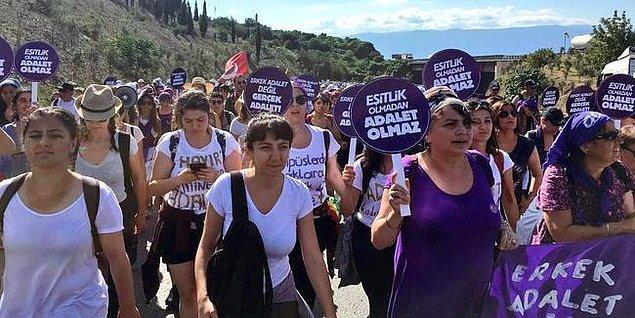 Adalet Yürüyüşü'ne katılanlar arasında onlarca kadın örgütü de vardı. Kadın örgütleri, Pippa Bacca'nın 9 yıl önce öldürüldüğü yerden yürüyüşe katıldı.
