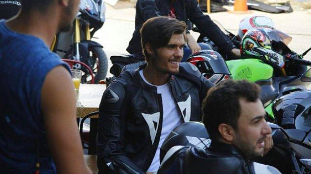 Profesyonel basketbolun yanında üniversite eğitiminden vazgeçmemiş Barış Murat Yağcı. Önce Bahçeşehir Üniversitesi'nde Uluslararası İlişkiler okumuş, şimdiyse...