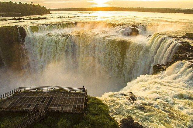 14. Iguazú Şelalesi'nde Gün Doğumu, Arjantin (Doğa, Finalist)