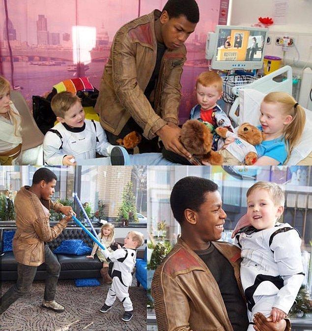#9 Star Wars'un Finn'i John Boyega, hastanede tedavi gören minik cosplay'leri ziyaret ederek onları mutlu ediyor.