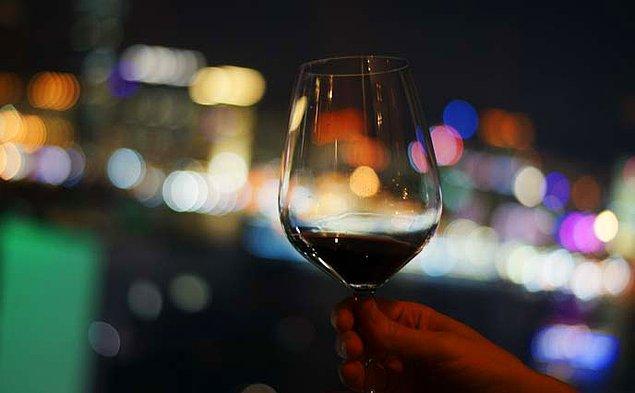 Şarap kadehi çıktı!