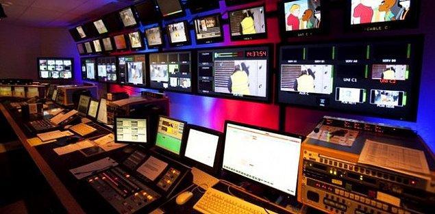 16 TV, 63 gazete, 20 dergi ve 24 radyo olmak üzere toplamda 150'yi aşkın medya kuruluşu kapatıldı
