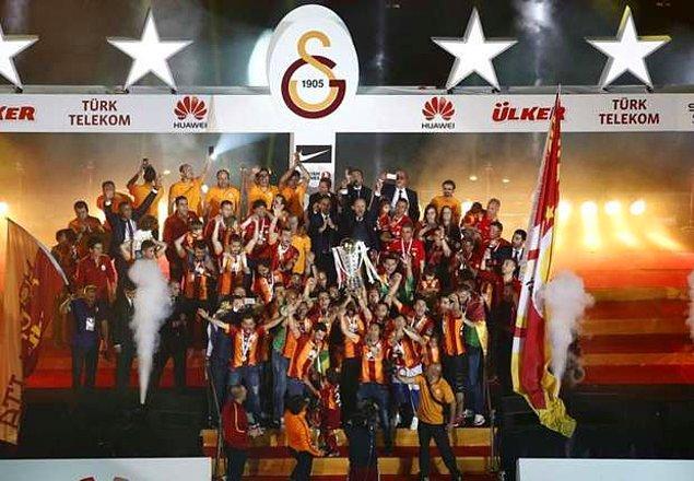 2. 2014-15 sezonunda Galatasaray, ligi Fenerbahçe'nin 3 puan önünde bitirerek şampiyon olmuştu. Özel bir şampiyonluktu çünkü o sene şampiyon olan takım armasına 4. yıldızı takacaktı.