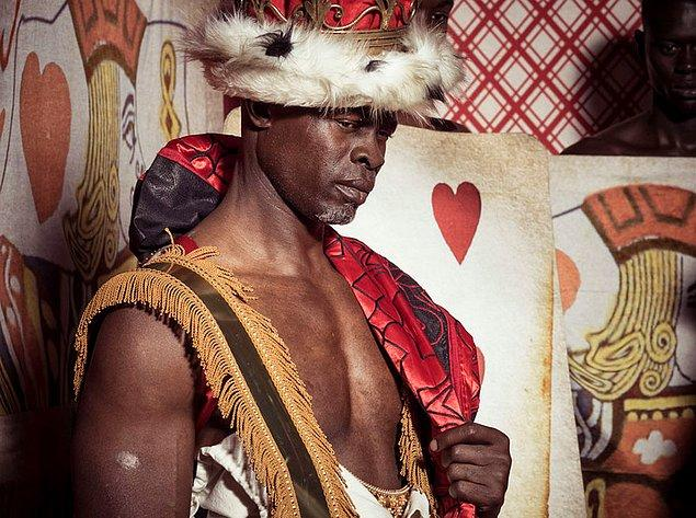 Manken Thando Hopa, takvim hakkında şunları söyledi: