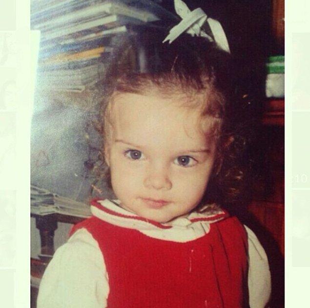 1. Miray Daner 15 Ocak 1999 İstanbul doğumlu. Oğlak burcu. Küçüklüğünden beri oyuncu olmak en büyük hayaliydi.