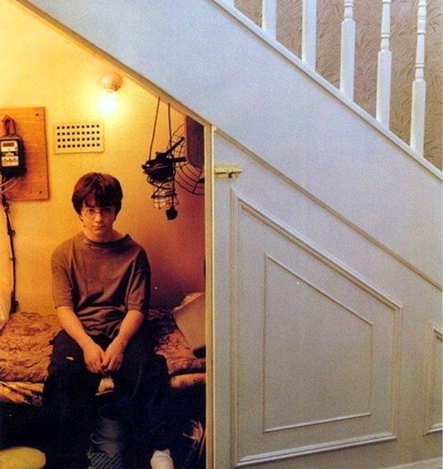 1. Aslında Hogwarts diye bir yer yok. Hogwarts, sihirbazların dünyası, sihirler… Aslında her şey sadece Harry Potter'ın hayal gücünün bir ürünü…