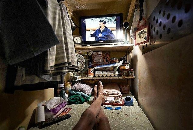 6. Tabut odalarda yaşayan insanlar uyuduğu yerde yemek pişiriyor, yine aynı yerde tuvalete giriyor.