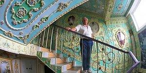 Украинский пенсионер превратил свой подъезд в дворец в стиле 19 в.