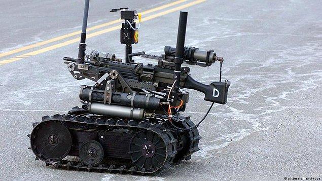 Öte yandan birçok ülke bu teknolojiyi savaş endüstrisinde kullanmaya başladı.