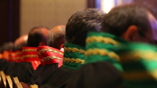 10. 4 bin hakim ve savcı, 2 bin de hakim adayı kadrosu oluşturuldu. Emniyet Genel Müdürlüğü'ne toplam 32 bin kadro verildi.