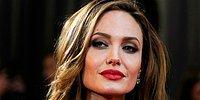 Анджелина Джоли, которую знает весь мир: жизнь звезды в фотографиях