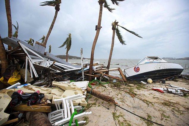 18. Marigot'ta sahile vuran kalıntılar Irma Kasırgası'nın şiddetini ortaya koydu.
