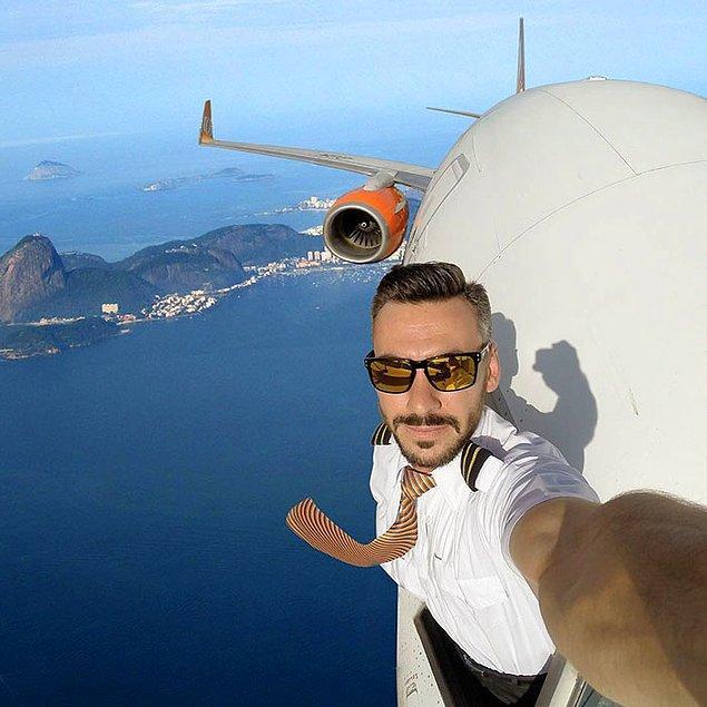 Brezilyalı pilot Daniel Centeno, adrenalinin sınırlarını zorluyor ve kokpitin dışından selfieler paylaşıyor.