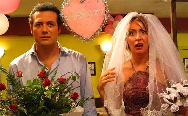 """""""30 yaşında hala bekarsam intihar ederim."""" cümlesinden dolayı evlenene kadar 29 buçuk yaşında olduğunu söylüyordu. Cem'le evlendi evlenmesine de, daha sonra boşandılar, sonra yine evlendiler tabii."""