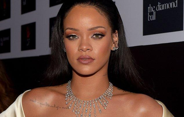 Rihanna çıktı!