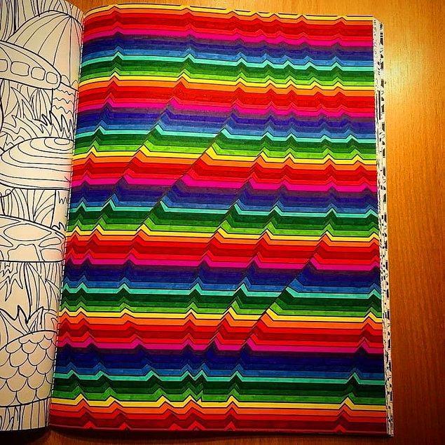 20. Bu ise 'Biz göründüğümüz gibiyiz, içimiz dışımız bir' diyen keçeli kalemlerden yapılmış bir eser. 🌈