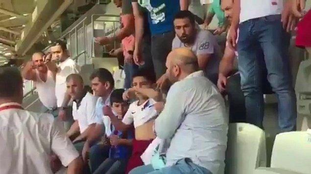 Son olarak ise Başakşehir - Trabzonspor maçında Trabzonspor forması giyen 2 çocuk taraftarın giydiği formalar zorla çıkartıldı.