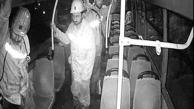 Dün de Kilim'de bir grup madenci bindikleri otobüsteki koltuklar kirlenmesin diye ayakta yolculuk ettiler.